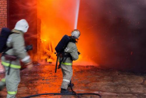 5 часов тушили крупнейший за 25 лет пожар в Москве-5-chasov-tushili-krupnejshij-za-25-let-pozhar-v-moskve