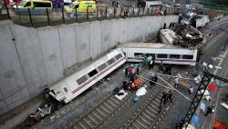Пассажирский поезд вечером в среду сошел с рельсов недалеко от города Сантьяго-де-Компостела.-wpid-951910529