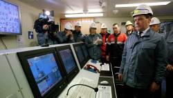 Медведев на учениях по борьбе с ЧП на нефтяных платформах-wpid-967314053
